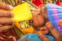 Nutrire il tuo bambino con un bicchierino
